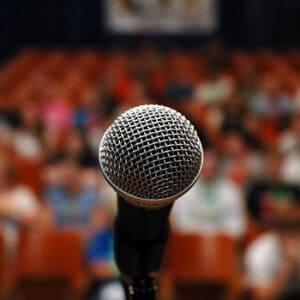 Cómo Iniciar un Discurso